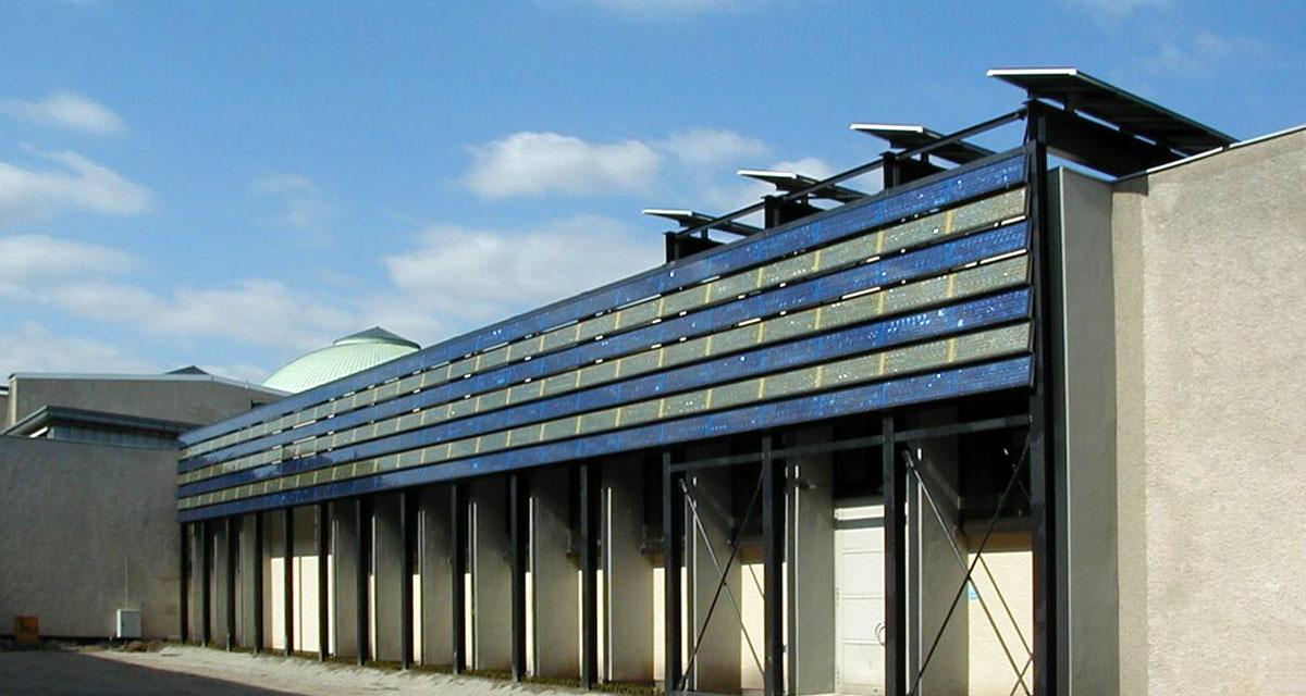 Fachadas bipv paneles solares individuales que se for Paneles aislantes para fachadas